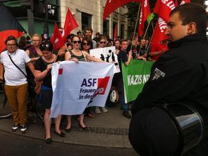 ASF-Pankow on Tour: Bei der Anti-Nazi-Demo am Brandenburger Tor. Mit Katharina Berten und Ulrike Rosensky